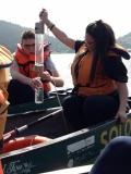 Khaula e Oliver in canoa